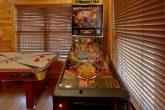 1 Bedroom Cabin Sleeps 8 Pinball Game