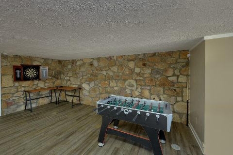 Spacious 4 Bedroom Cabin with Darts and Foosball - Parkway Hillside Villa