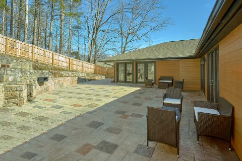 Gatlinburg Cabin with Fire Pit and Cornhole - Parkway Hillside Villa