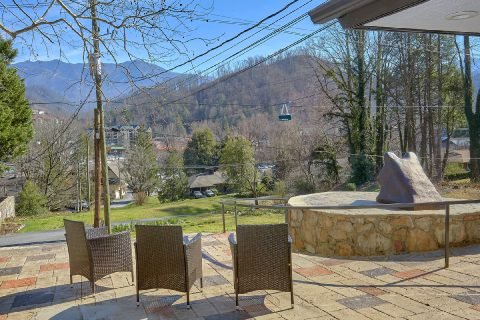 Spacious Cabin in Downtown Gatlinburg with View - Parkway Hillside Villa