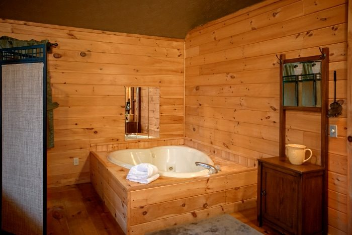 Honeymoon Cabin with Heart Shaped Jacuzzi - Passion Pointe