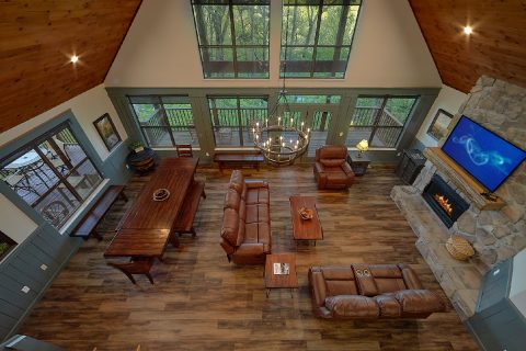 Spacious 6 Bedroom Cabin with Pool - Patriots Point Retreat