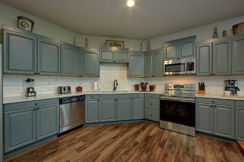 Large Open Kitchen 6 Bedroom Cabin - Patriots Point Retreat