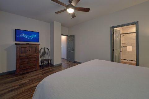 Spacious 6 Bedroom Pool Cabin Sleeps 17 - Patriots Point Retreat