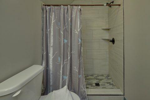 6 Bedroom 4 Bath Sleeps 17 Walk in Shower - Patriots Point Retreat
