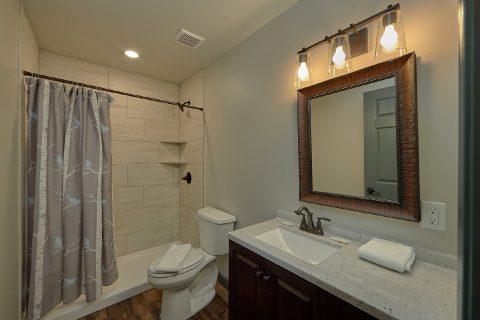 6 Bedroom 4 Full Baths Sleeps 17 - Patriots Point Retreat