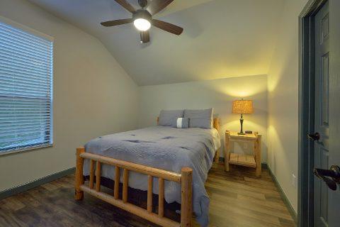 6 Bedroom 4 Bath Sleeps 17 - Patriots Point Retreat