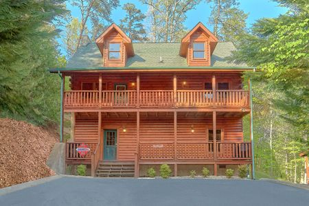 Easy Livin: 4 Bedroom Sevierville Cabin Rental