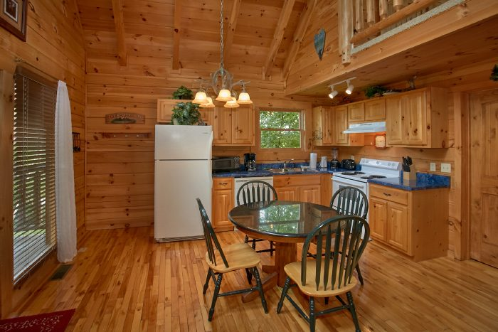 1 Bedroom Cabin with Full Kitchen and Table - Peek A View