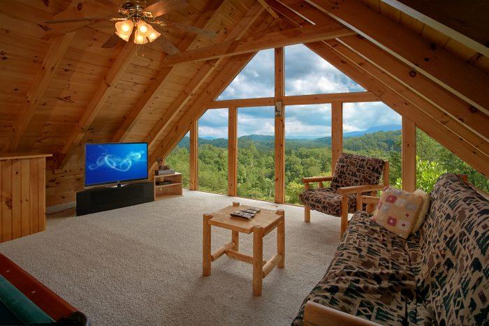 Honeymoon Cabin with Loft Game Room - Peek A View