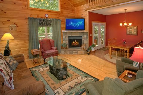 Spacious 2 Bedroom Cabin with Fireplace - Pigeon Forge Hideaway