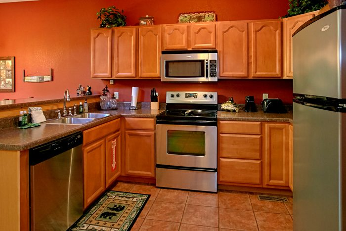 2 Bedroom Cabin with Fully Equipped Kitchen - Pigeon Forge Hideaway