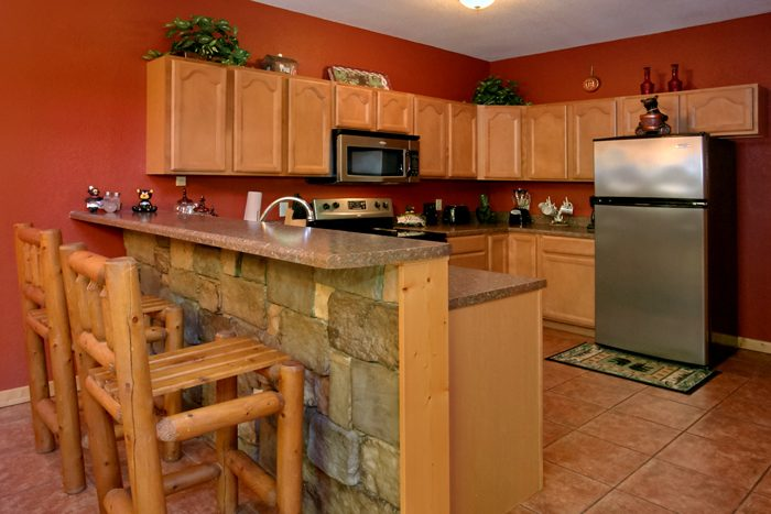 2 Bedroom Cabin with Dining Room and Bar Seats 6 - Pigeon Forge Hideaway