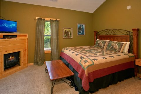 Master Bedroom with King Bed and Flatscreen TV - Pigeon Forge Hideaway