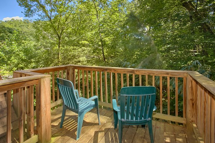Private 2 Bedroom Cabin with Private Deck - Pigeon Forge Hideaway