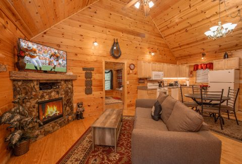 2 bedroom cabin Living Room with Fireplace - Pleasant Hollow