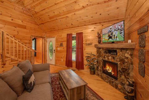 Rustic 2 bedroom Cabin with Cozy Living Room - Pleasant Hollow