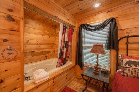 Cabin with Master Suite Bathroom - Pleasant Hollow