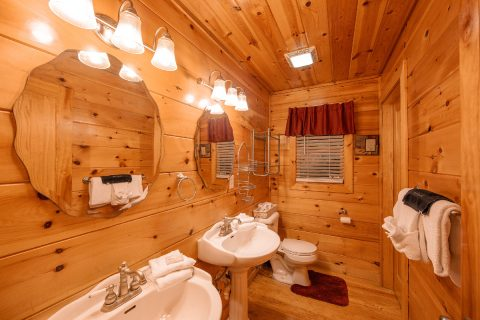 Luxurious Master bathroom in 2 bedroom cabin - Pleasant Hollow