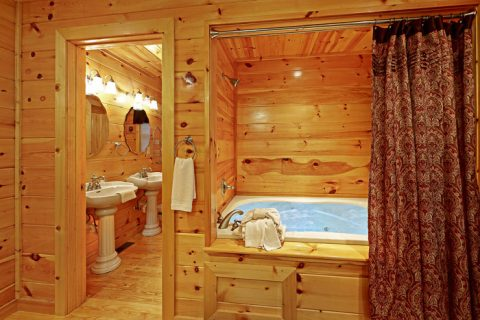 Tub and Shower in King Sized Bedroom - Pleasant Hollow