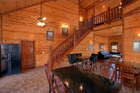 Luxurious 6 Bedroom Cabin with Large Dining Room - Pool and a View Lodge