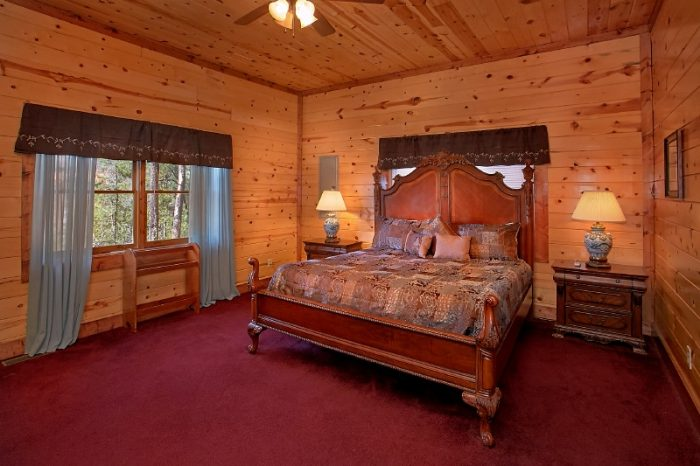 Master Suite with King Bed in 6 Bedroom Cabin - Pool and a View Lodge