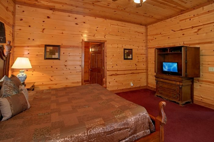 6 Bedroom Cabin with Private King Suite - Pool and a View Lodge