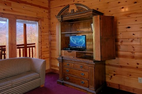 Cabin with Bunk Beds, Sleeper Sofas & 6 Bedrooms - Pool and a View Lodge