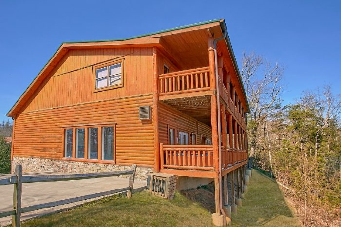 Gatlinburg Cabin with Indoor Heated Pool - Pool and a View Lodge
