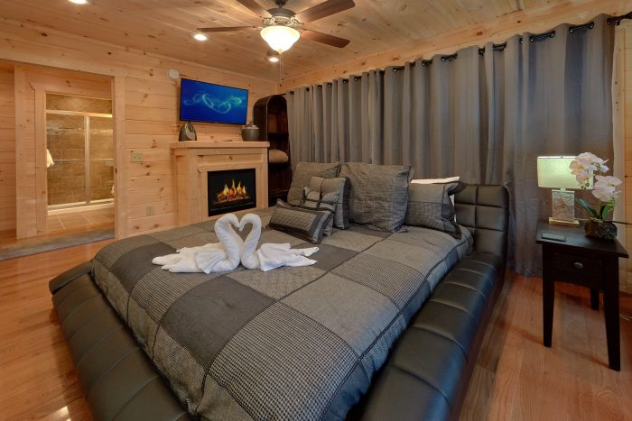 Large Master Suite with Fireplace - Pool N Around