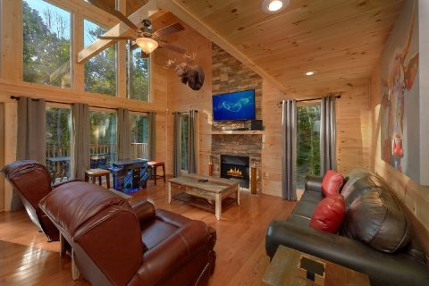 Cabin with Luxurious Living Room - Pool N Around