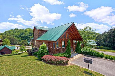 A Little Bit Of Heaven: 2 Bedroom Sevierville Cabin Rental