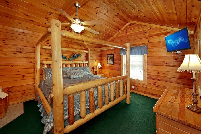 2 Bedroom cabin with King Bed and Jacuzzi Tub - Poolside Cabin
