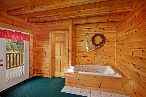 Cabin with Two Jacuzzi Tubs - Poolside Cabin