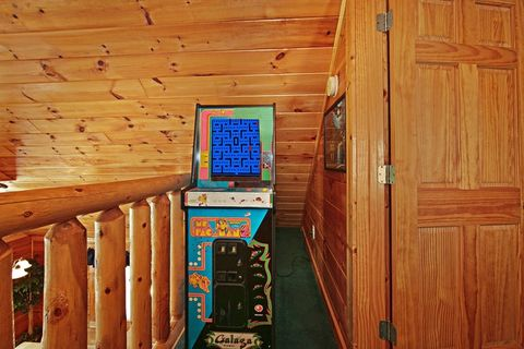 2 bedroom Cabin with Pac Man arcade game - Poolside Cabin