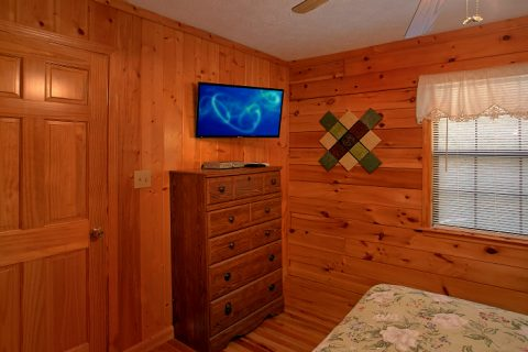 Luxurious 6 Bedroom Cabin Sleeps 16 - Poolside Lodge 2