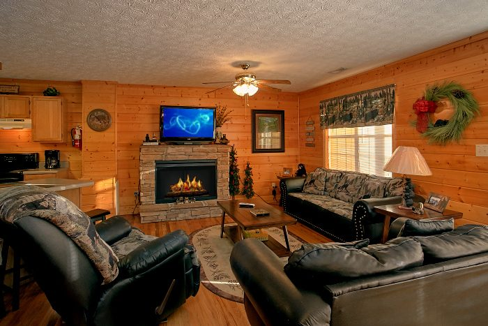 Spacious 6 Bedroom Cabin Sleeps 16 - Poolside Lodge 2