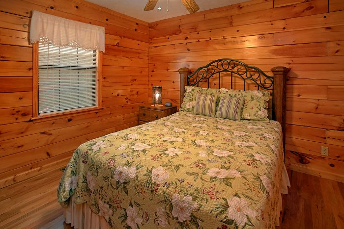 Hidden Spring 6 Bedroom Cabin Sleeps 16 - Poolside Lodge 2