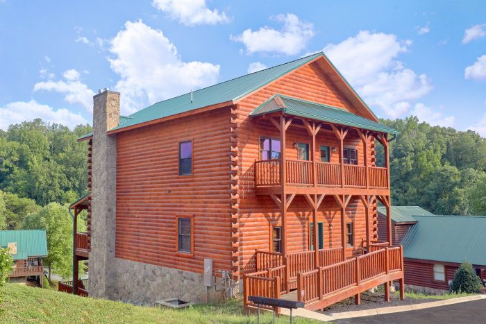 New 7 Bedroom cabin with Private Pool - Poolside Lodge