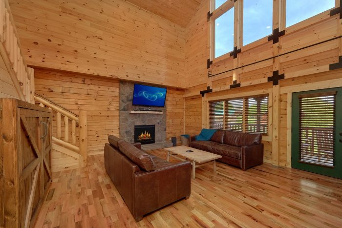 7 Bedroom cabin with Luxurious Living Room - Poolside Lodge