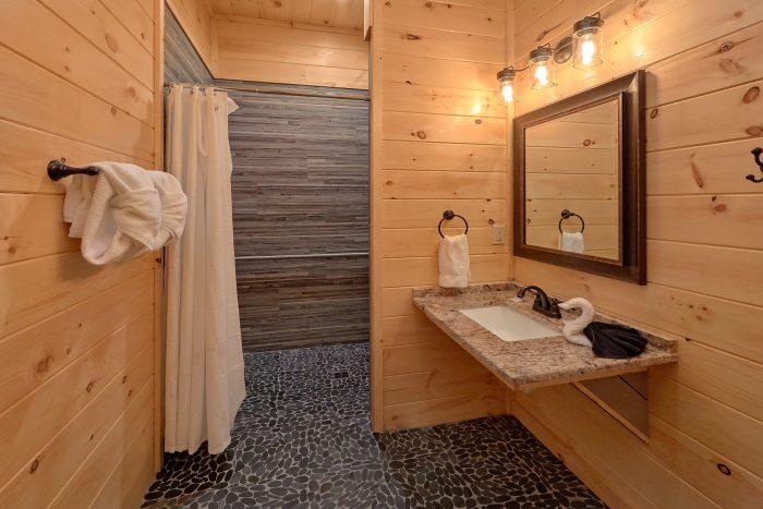 7 Bedroom cabin with Handicap accessible bath - Poolside Lodge