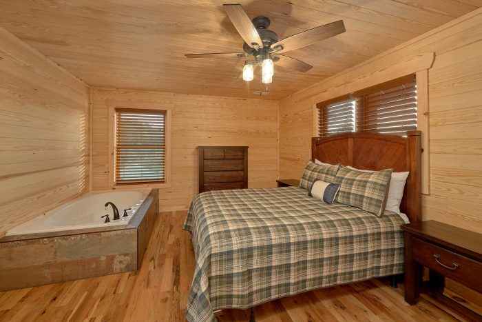 7 Bedroom cabin with Queen bedroom and Jacuzzi - Poolside Lodge