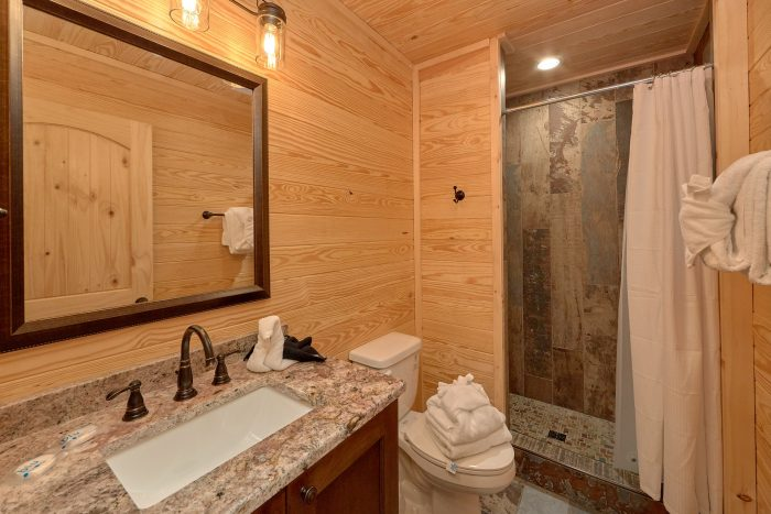 Luxurious bathroom in 7 bedroom rental cabin - Poolside Lodge