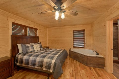 Luxury Cabin with 2 Private Jacuzzi Tubs - Poolside Lodge