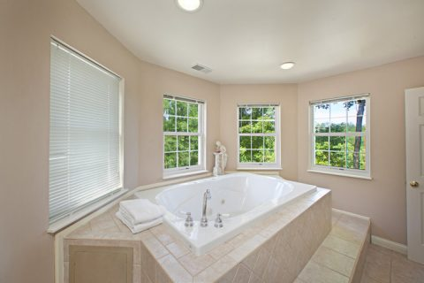 Private Room Jacuzzi - Queen Margaret