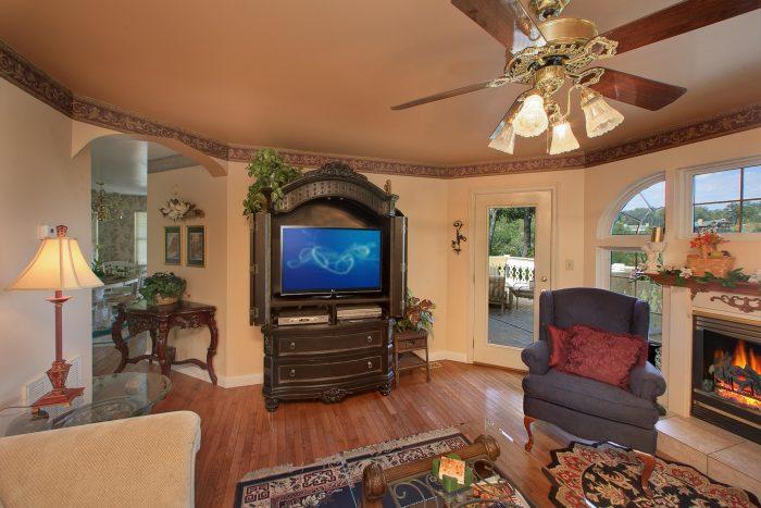 Cabin with TV in Living Room - Queen Margaret