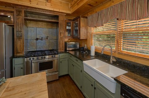 Beautiful 6 Bedroom 5.5 Bath Cabin - Quiet Oak
