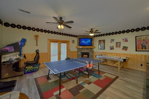 Game Room with Pool Table 6 Bedroom Cabin - Quiet Oak