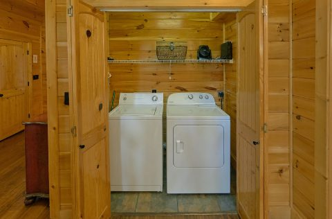 6 Bedroom with Full Size Washer and Dryer - Quiet Oak