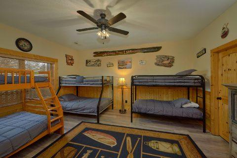 6 Bedroom 5.5 Bath 3 Story Sleeps 26 - Quiet Oak